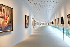 世界で初めての「写実絵画」を専門とするホキ美術館。ロマンある建築表現と細部に渡る洗練されたこだわりの設計も見どころ。