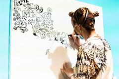 """""""肩の力が抜けるような作品を描きたい"""" イラストレーターChocomooの思いが詰まった展覧会が開催中。"""