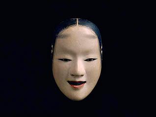 四世梅若実襲名記念「幽玄の世界への誘(いざな)い 梅若六郎家所蔵の能面と能装束」