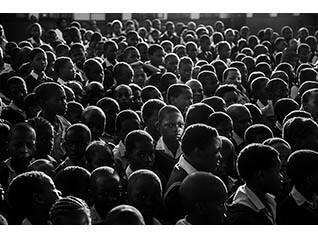 困難を生きる人びとのまなざしに向き合う【写真家たちの新しい物語】渋谷 敦志写真展「まなざしが出会う場所へ -渇望するアフリカ-」
