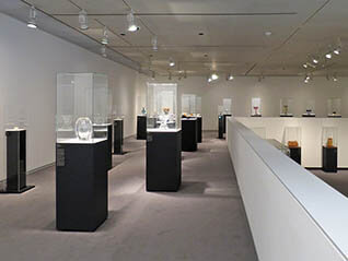 美術館で、過ごす時間  夏の館蔵品展 ガラス工芸、竹工芸、油彩