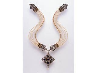 真珠  ― 海からの贈りもの