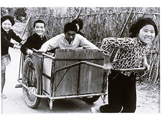 美術館コレクション展 「沖縄美術の流れ (写真)」 「子どもの情景」 「沖縄美術の流れ (絵画)」